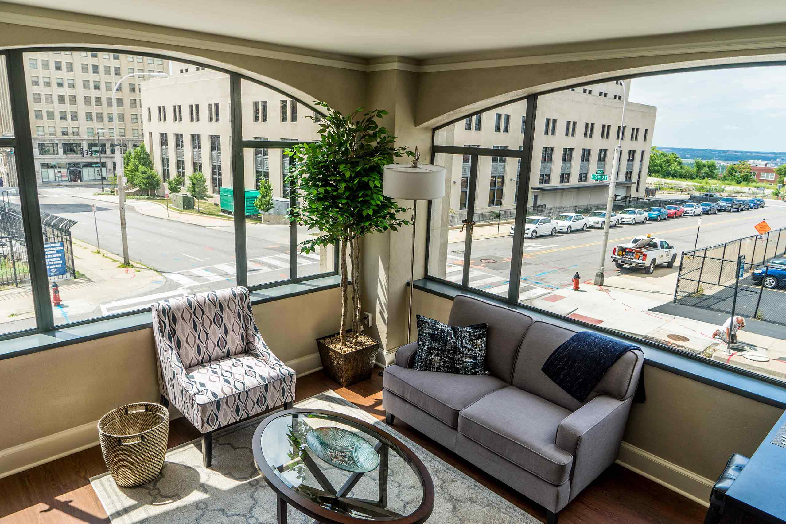East-9-at-Pickwick-Plaza-Apartment-View