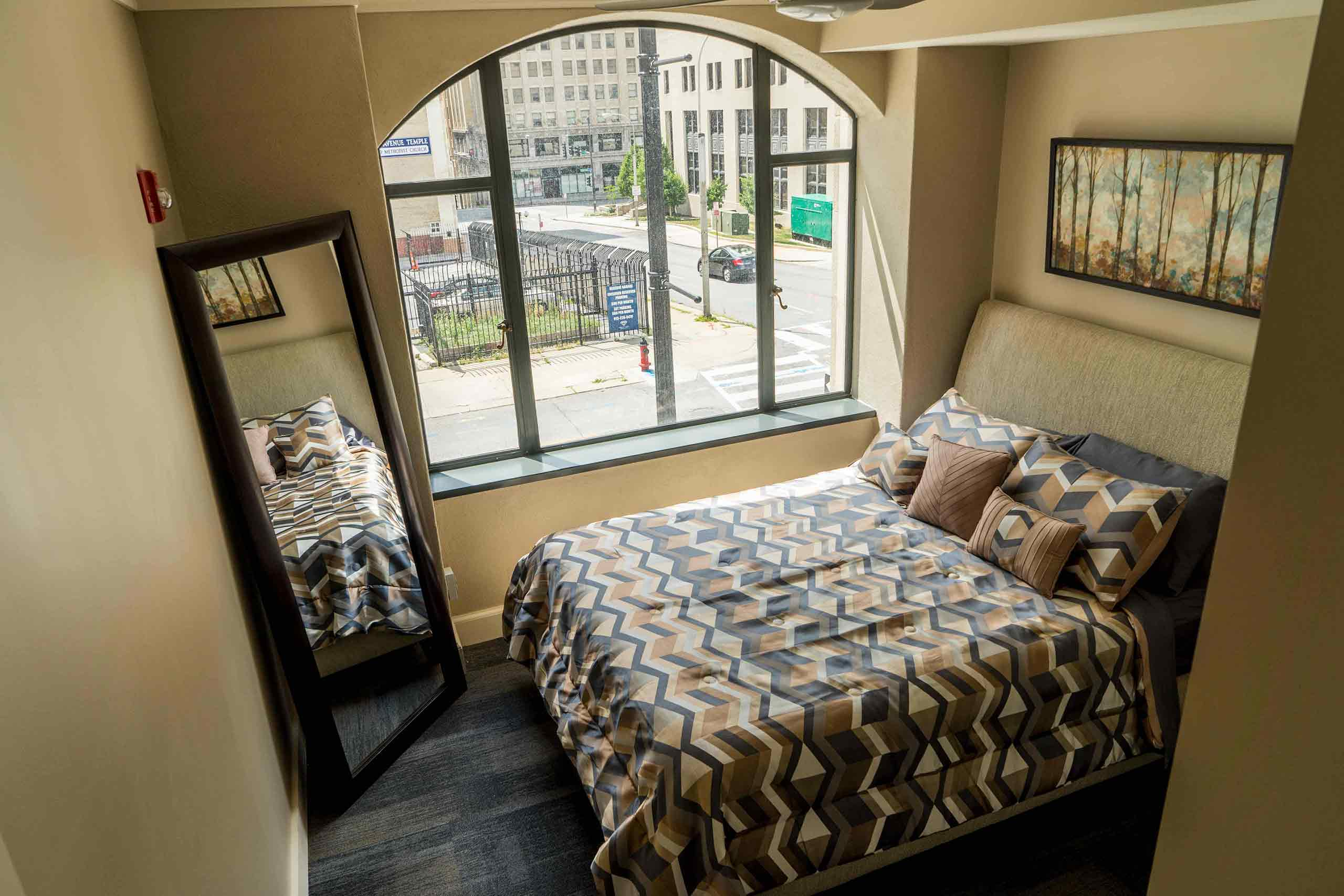 East-9-at-Pickwick-Plaza-Bedroom